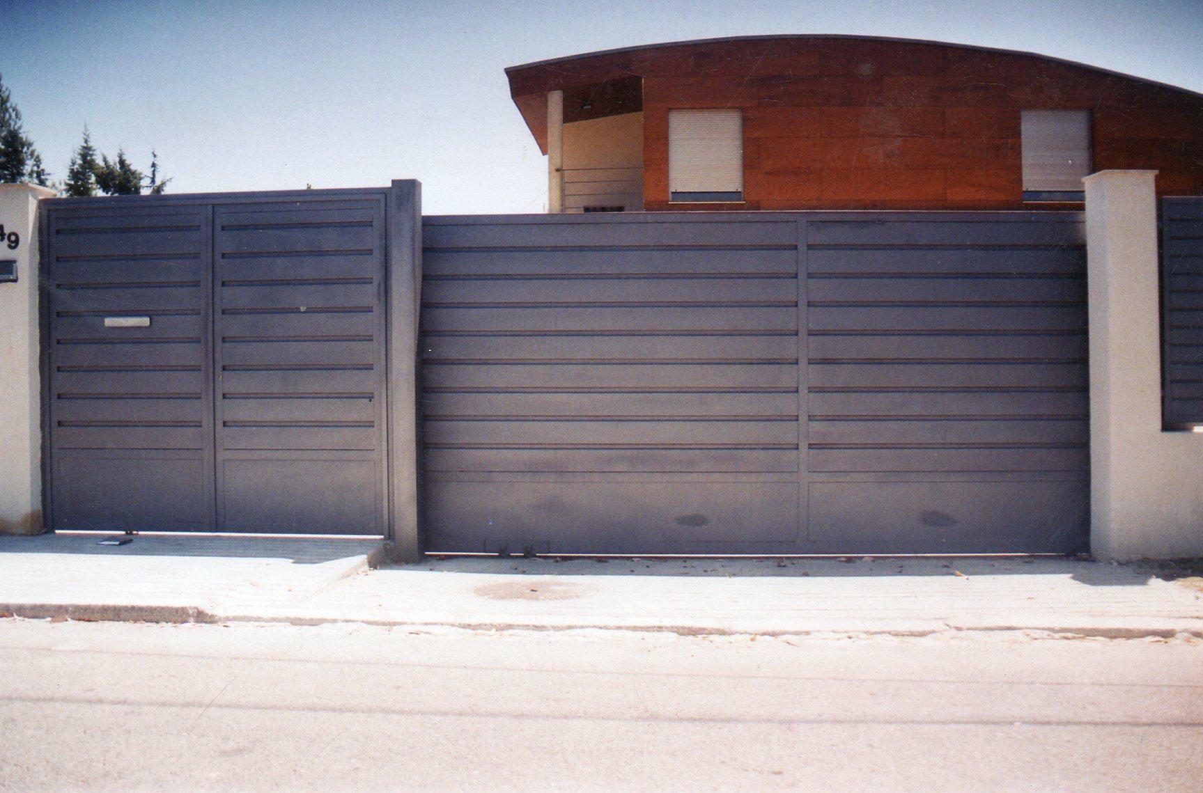 Cerrajer a madrid cerrajer a de aluminio met lica y de for Puertas correderas de forja